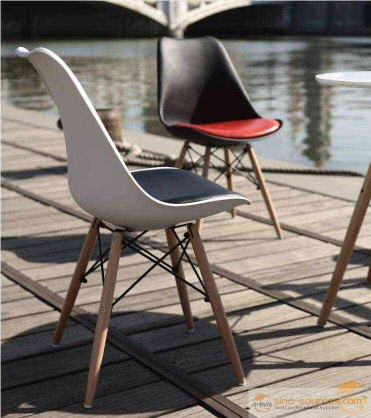 Plastic Armrests Dining Chair with Wooden Legs