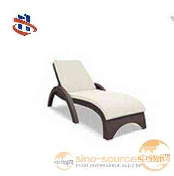 Most popular high quality black PE rattan outdoor beach sun loungers/ beach chair / garden daybed with cushion