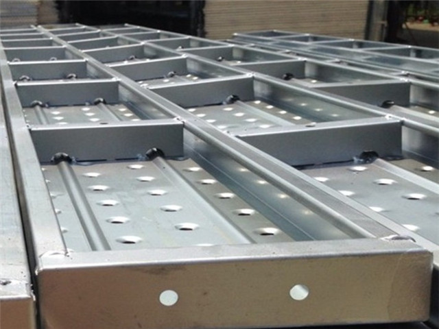Steel scaffolding walking board