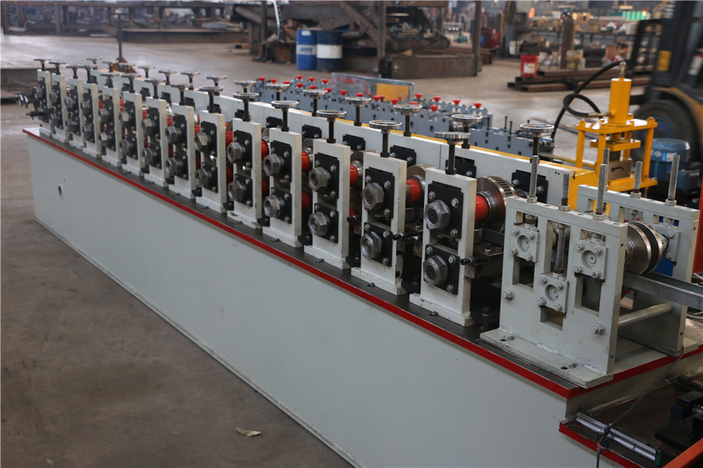 China galvanized steel frame purlin stud and track roll forming machine